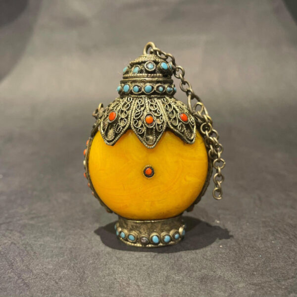 Yellow Agate Mongolian Snuff Bottle